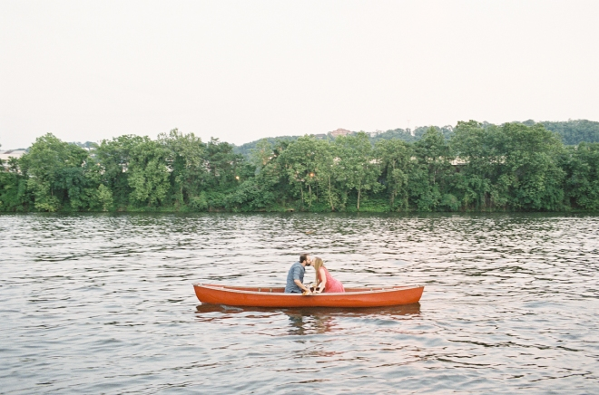 A Canoe Picnic for Two Styled by Quelcy // www.Quelcy.com